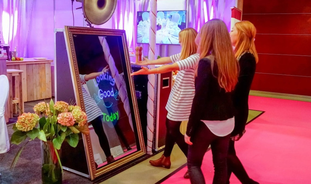 Magic Mirror Selfie Photo Booth
